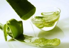 How To Use Aloe Vera For Hair? Aloe vera for hair treatment is one of the best ways to mositurize and care at the same time. Here are some ways that you can use aloe vera for hair. Aloe Vera Gel, Aloe Vera For Skin, Aloe Vera Skin Care, Gel Aloe, Aloe Vera Face Mask, Aloe Face, Pure Aloe, Aloe Vera Hair Growth, Anti Aging