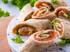 Hurra for frokosten Recipe Boards, Frisk, Fresh Rolls, Food And Drink, Mexican, Ethnic Recipes, Mexicans