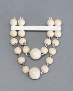 Aarikka Finland, Founded in 1954 by textle designer Kaija Aarikka and her husband Erkki Ruokonen. Aarikka's handmade wooden jewelry is lightly stained in signature colors to allow the wood's na Ceramic Jewelry, Wooden Jewelry, Wooden Beads, Beaded Jewelry, Vintage Jewelry, Beaded Bracelets, Beaded Brooch, Beading Tutorials, Handmade Wooden