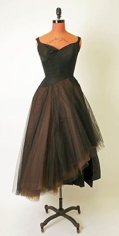 Evening dress Charles James (American, born Great Britain, Date: Culture: American Medium: silk Dimensions: [no dimensions available] Credit Line: Gift of Eleanor Lambert , 1957 Charles James, Vintage Gowns, Vintage Outfits, Dress Vintage, Vintage Clothing, 1950s Fashion, Vintage Fashion, Edwardian Fashion, Vintage Couture