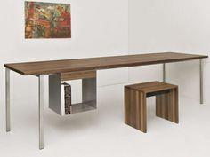 Tavoli in legno massello dal sapore rustico per una casa chic.