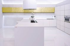 Countertop Silestone Blanco Zeus combined with gold! We love the clean and elegant design of this kitchen!