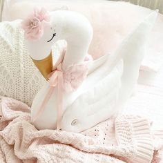 Nite Nite to all sweet friends out there ! Remember Magic is something you make !! #goodnight #cisne #schwan #swan #clothdoll #valentinatheswan #valentina #child #children #kids #kinder #childrenroom #kinderzimmer #kidsroom #interior #musthave #madeinspain #madeinaustria #love