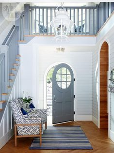 Such a serene and inviting entryway  {PHOTO: Michael Graydon}