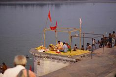Puja being performed at Sethani Ghat, Hoshangabad. Photo by Sanjiv Saxena