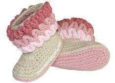 Botitas con ondas bebe (wiggle crochet booties) - Tejiendo Perú Crochet Sandals, Crochet Baby Shoes, Cute Crochet, Crochet For Kids, Knit Crochet, Crochet Baby Booties, Crochet Slippers, Modern Crochet Patterns, Baby Patterns