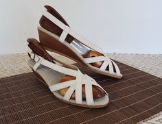 07e9660b9cd52e 60s 70s White Leather Slingback Wedges Strappy Peep Toe Wooden Wedge Sandals  8.5 9 NARROW