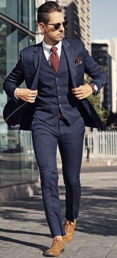 navy blue suit with burgundy tie - Men Suits - Ideas of Men Suits abito blu scuro con cravatta bordeaux - Abiti da uomo - Abiti da uomo di Ideas Mens Wedding Suits Navy, Blue Suit Wedding, Tuxedo Wedding, Blue Suit Jacket, Blue Suit Men, Blue Suit Groom, Men's Blue Suits, Black Suits, Navy Blue And Burgundy Suit