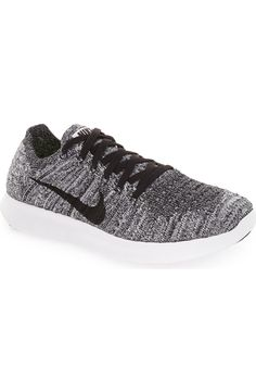 These ultra cool Nike Flyknit running shoes will be a perfect addition to the active wear. Whether it's hitting the gym or taking the workout outdoors, these shoes will provide comfort and stability.