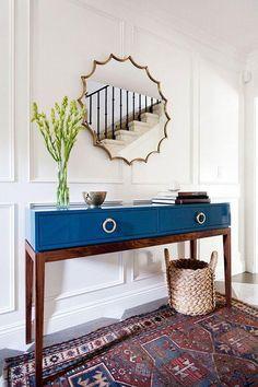 Mitte des Jahrhunderts Stil Tisch in blau lackiert mit Schubladen und kontrastierenden Beinen