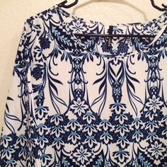 Lulu's Blue and White China Shift 3/4 Sleeve Dress Lulu's shift dress. 3/4 sleeves and a beautiful blue and white China-reminiscent print. Only worn a few times, beautiful condition. No size tag but 99% sure it's an XS. Lulu's Dresses Long Sleeve
