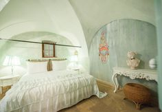 Suite Schafgrube NEU // TiMiMoo Boutique Hotel  #timimoo #bürgerhaus #rust #suite #schafgrube #suiteschafgrube #boutiquehotel #chalkpaint #anniesloan #anniesloanchalkpaint Annie Sloan, Boutique, Bed And Breakfast, Event Design, Rust, Furniture, Home Decor, Indoor Courtyard, Sheep