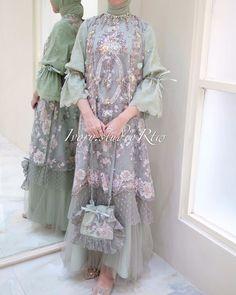 Dress Brokat Muslim, Dress Brokat Modern, Gaun Dress, Kebaya Dress, Dress Pesta, Muslim Dress, Pakistani Fashion Party Wear, Pakistani Dress Design, Dress Muslim Modern