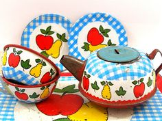 Vintage Ohio Art Toy Tea Set by AlliesAdornments, via Flickr.