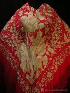Rojo y dorado, Japanese embroidery? 1920s Outfits, Vintage Outfits, Spanish Costume, Hippy Chic, Flamenco Dancers, Spanish Fashion, Textiles, Summer Special, Frou Frou