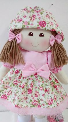 quenalbertini: Lovely Fabric Doll discovered by Doll Sewing Patterns, Sewing Toys, Doll Clothes Patterns, Doll Toys, Baby Dolls, Creation Couture, Doll Hair, Doll Crafts, Handmade Decorations