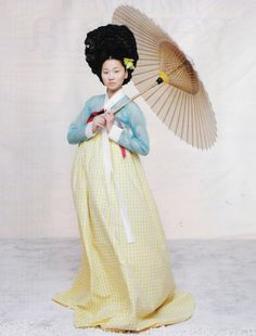 The Grace of the HanBok (Vogue Korea October Korean Traditional Dress, Traditional Fashion, Traditional Dresses, Vogue Korea, Korea Fashion, Ethnic Fashion, Asian Fashion, Geisha, Korea Dress
