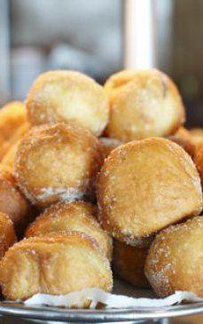Ce sa faci ca sa iti iasa cele mai pufoase si aromate GOGOSI! Pretzel Bites, Sweets, Bread, Food, Gummi Candy, Candy, Brot, Essen, Goodies