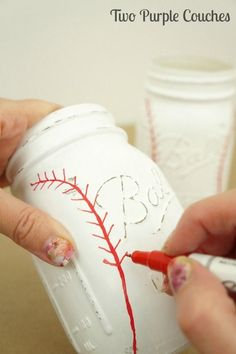 Add stitching with a red paint pen to create your own baseball mason jar (Diy Crafts With Mason Jars) Mason Jar Projects, Mason Jar Crafts, Gifts With Mason Jars, Crafts With Jars, Mason Jar Christmas Crafts, Ball Mason Jars, Diy Home Decor Projects, Projects To Try, Craft Projects
