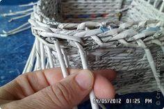 Мастер-класс Поделка изделие Плетение типа кашпо и + маааленький мк по загибке Бумага фото 11