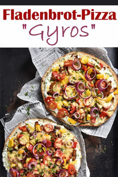 This flatbread pizza is a wonderful express recipe, especially after a wet New Year's Eve. Especially when you need something substantial the next day and don't want to spend too much time in the kitchen, but want to get back on the couch q Pita Bread Pizza, Flatbread Pizza, Pita Pizzas, Tzatziki, Breakfast Pizza, Breakfast Recipes, Hangover Breakfast, Pizza Sans Levain, Gyro Pita