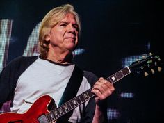 A Question of Balance: Interview with Moody Blues guitarist Justin ...