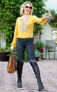 Katherine Heigl in a yellow T-shirt, jeans and boots