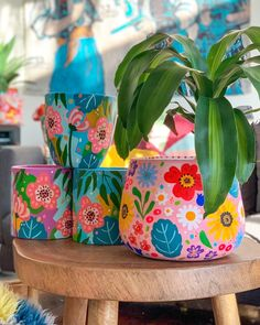 Painted Plant Pots, Painted Flower Pots, Pottery Painting Designs, Pottery Art, Clay Crafts, Diy And Crafts, Flower Pot Art, Decorated Flower Pots, Crafty Craft