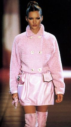kate-jam-and-diamonds:  Gianni Versace F/W 1994-95 Kate Moss (Runway/Catwalk & Backstage)