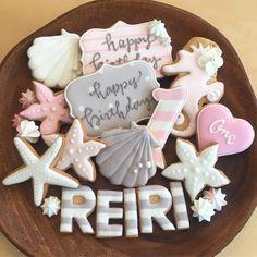 アイシングクッキー SUNBAKED SWEETSさんはInstagramを利用しています:「#フルオーダー #バースデークッキー . ピンクとグレーがテーマカラーの 1歳のお誕生日パーティ🐚 シェルやタツノオトシゴのクッキーを お作りしました。 . クッキーを上に飾って、 オリジナルのデコレーションケーキに すると伺ったので…」