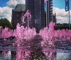 Unfortunately this fountain was removed when the Kerkplein disappeared (now Audrey Hepburnplein) but do you remember when it colored rose?  This had everything to do with the Giro'd Italia who 'took over' Arnhem on May 7th and 8th 2016. Pretty much the whole city colored rose!  Winner of both rides was the German Marcel Kittel.  #Arnhem #ArnhemLife