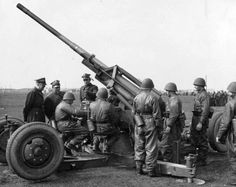 WWII photo Polish flak model pin by Paolo Marzioli Poland History, Invasion Of Poland, Central And Eastern Europe, North Africa, Military History, Armed Forces, World War Ii, Ww2, Guns