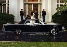 The car to roll around with the entourage! - LINCOLN CONTINENTAL (1961-1967)