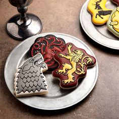 Discuss what's going on while enjoying eating cookies, specifically cut by these Game of Thrones House Sigil Cookie Cutters to show your loyalty. Game Of Thrones Party, Game Of Thrones Houses, Got Party, Party Needs, Sweet Shirt, House Sigil, Cookie Cutter Set, Fire And Ice, Royal Icing
