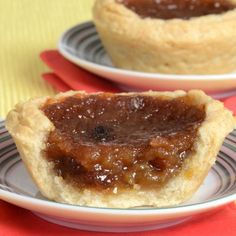 Nadire Atas on Sumptuous Feasts This Delicious Butter Tart recipe is a true family favorite. Made and enjoyed dozens of times. Butter Tarts Recipe from Grandmothers Kitchen. Köstliche Desserts, Delicious Desserts, Dessert Recipes, Yummy Food, Tart Recipes, Baking Recipes, Sweet Recipes, Baking Breads, Brownies