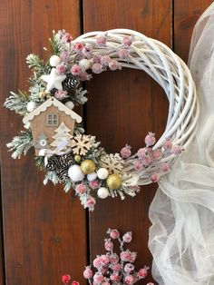 Handmade Christmas Decorations, Christmas Centerpieces, Xmas Decorations, Christmas Crafts, Christmas Ornaments, Diy Fall Wreath, Wreath Crafts, Holiday Wreaths, Christmas Trends