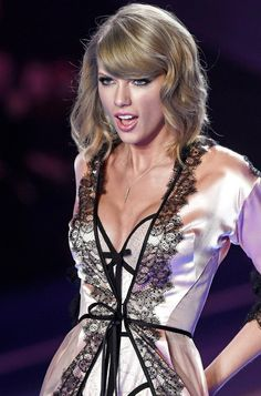 Taylor Swift Legs, Taylor Swift Pictures, Taylor Alison Swift, Taylor Swift Style Casual, Selena, Harry Taylor, Victoria Secret Fashion Show, Queen, Powerful Women