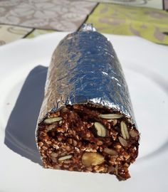 Quem rapa o tacho?: Salame de chocolate com aveia, nozes e sementes [s... No Sugar Desserts, Food Wishes, Good Food, Yummy Food, Healthy Cookies, Love Cake, Something Sweet, Cakes And More, No Bake Cake