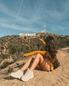 Hollywood 💛 bæutiful fotos maybe туристическая Types Of Photography, Girl Photography Poses, Travel Photography, Photo Usa, Los Angeles Pictures, California Pictures, Poses Photo, Instagram Pose, Beach Instagram Pictures