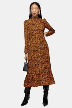 Yes, we will always love all over florals. This pretty ditsy printed midi dress is designed in a warm colour palette, perfect for making a new-season statement. Midi Shirt Dress, Midi Dress With Sleeves, Floral Midi Dress, Knit Dress, Midi Dresses, Topshop, Pull Court, Style Magazin, Asos