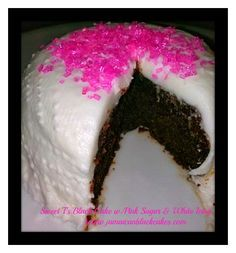 Black cake/ Jamaican Rum cake with pink sugar and white icing Jamaican Rum Cake, Jamaican Desserts, Jamaican Cuisine, Jamaican Recipes, Hot Fudge, Barbados, Island Cake, Jamaica Food, Caribbean Recipes
