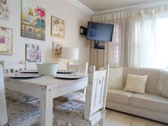 Vissie en Skulpie - Two beautiful one bedroom apartment units in the gorgeous coastal town of Jongensfontein, on the Garden Route towards Cape Town. Each unit consists of a queen size bed and a bunk bed.