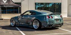 LibertyWalk Nissan GT-R.