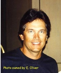 George Strait....such pretty hair.....SUCH GORGEOUS EYES.....SUCH A GORGEOUS MAN! OUI