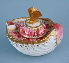 Davenport porcelain 'Shell' inkwell.