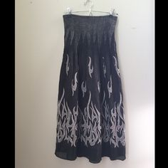Cute long sleeveless dress Elastic stretch top. Barely worn. Keep in mind that all used or barely used items are final sale and non returnable Lapis Dresses Strapless