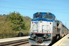 Amtrak trian approching Sorrento Valley Station.