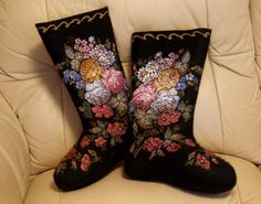 Warm winter shoes felt boots and ugg boots, designer felt boots and ugg boots, handmade boots, ugg boots home Ugg Boots, Shoe Boots, Russian Embroidery, Felt Boots, Russian Winter, Russian Fashion, Russian Style, Russian Folk, Felted Slippers