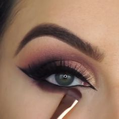 Winged eyeliner with glitter & geflügelter eyeliner … – Brille Make-up Black Smokey Eye Makeup, Makeup Eye Looks, Eye Makeup Steps, Beautiful Eye Makeup, Makeup For Brown Eyes, Eyeshadow Looks, Makeup Eyeshadow, Smokey Eye Makeup Tutorial, Awesome Makeup