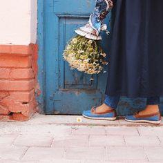 Girl Hijab, Hijab Outfit, Simple Hijab, Hijab Dpz, Henna Patterns, Landscape Illustration, Muslim Women, Surreal Art, Hijab Fashion